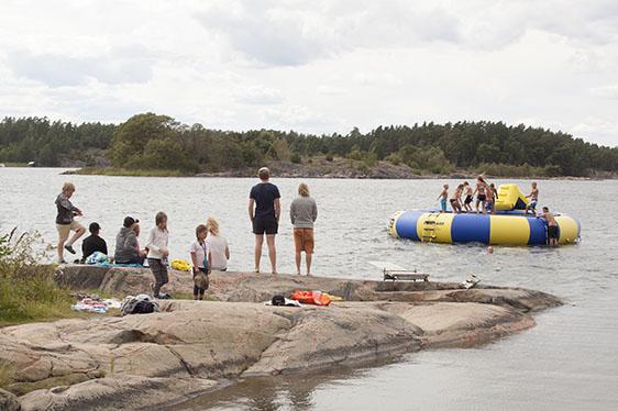Människor vid strand - Fotograf: Lars Epstein